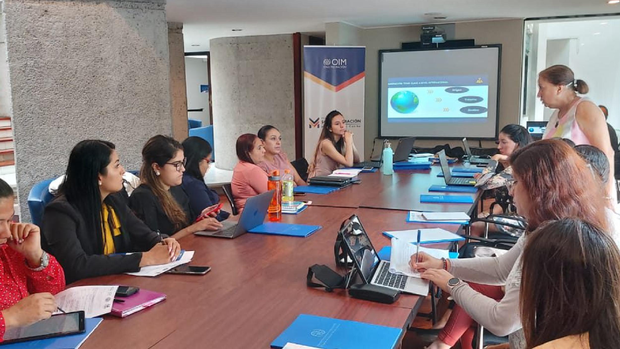 La OIM capacita en materia migratoria a personal municipal y a defensores sociales del Colegio