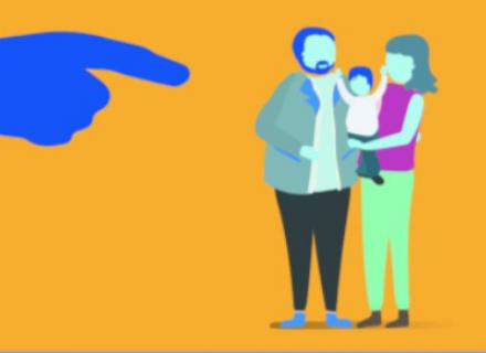 Familia siendo señalada por una mano gigante. Expresión gráfica de discriminación