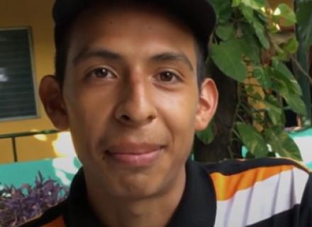 Close up portrait of Dennis, a Salvadoran migrant in transit