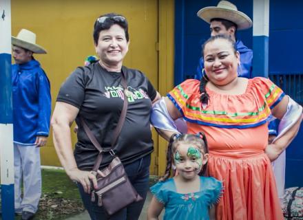 Maritza con su traje típico del grupo de baile folklórico