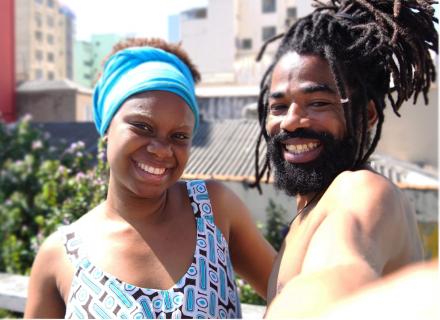 imagen ilustrativa de hombre y mujer jóvenes, de origen caribeño.