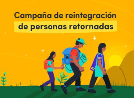 Grupo de personas de edades variadas caminando juntas. Título: Campaña de reintegración de personas retornadas